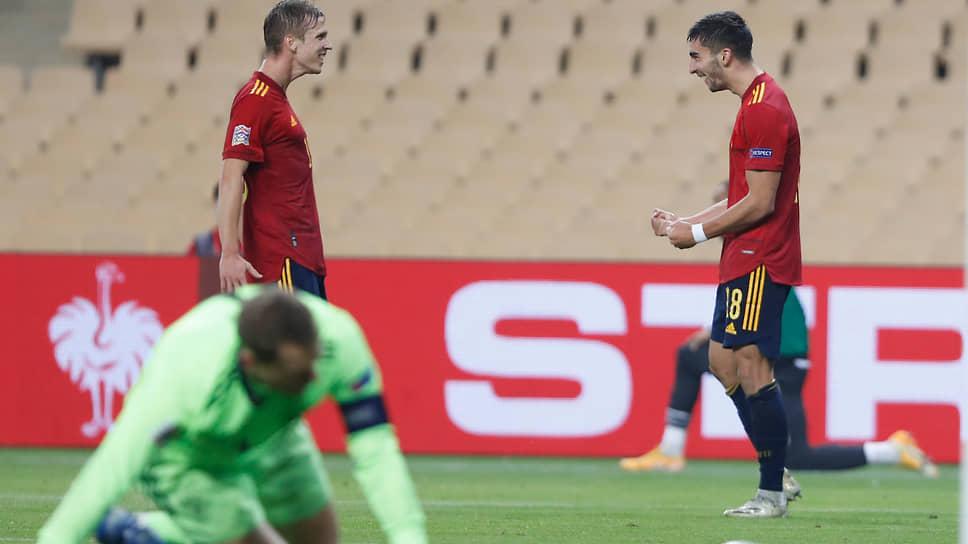 В матче с испанцами сборная Германии (на переднем плане — вратарь Мануэль Нойер) потерпела самое унизительное и самое странное поражение в послевоенной истории