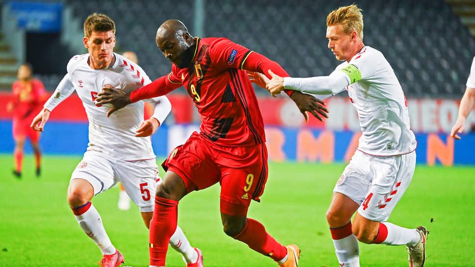 Два гола форварда сборной Бельгии Ромелу Лукаку (№9) помогли его команде одолеть датчан и выйти в полуфинал Лиги наций