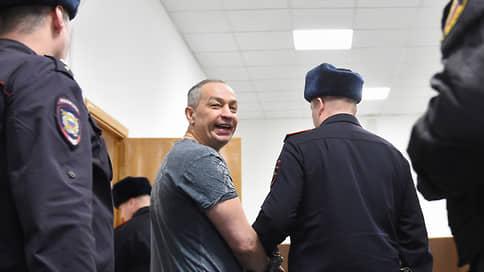 Двадцать лет районного масштаба // Для Александра Шестуна гособвинение запросило максимальный срок