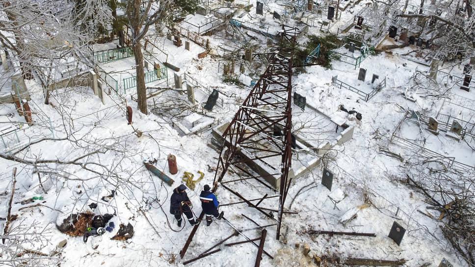 Как во Владивостоке ликвидировали последствия ледяного дождя