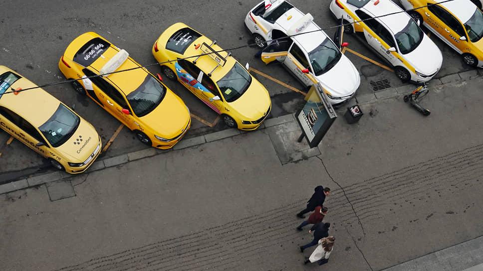 Таксисты прокатили губернатора / Свердловская прокуратура потребовала отменить обязательную установку перегородок в таксомоторах