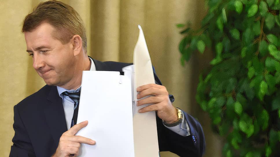По версии СКР, генерал-лейтенант Максименко злоупотребил в ходе модернизации исправительных учреждений