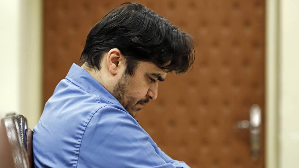 47-летний иранский журналист Рухолла Зам был обвинен в работе на разведслужбы Франции, США и Израиля, признан виновным и в субботу повешен