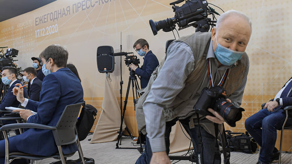 Фотографы в Ново-Огарево не успевали менять позиции. И у них вдруг появилась работенка