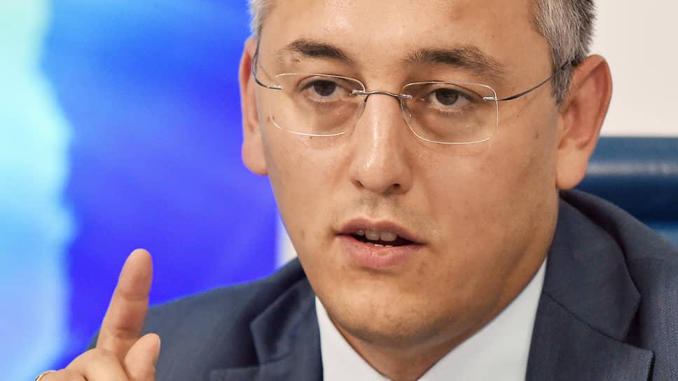 Глава департамента страхового рынка ЦБ Филипп Габуния предлагает позаботиться о клиентах страховщиков почти так же, как о вкладчиках