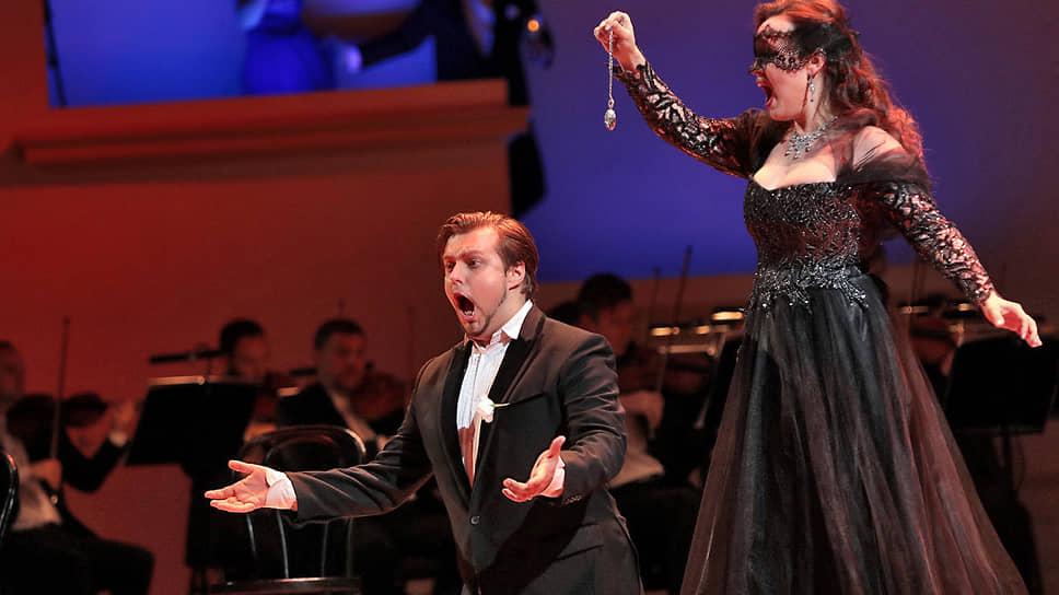 Пение Айзенштейна (Михаил Трофимов) и Розалинды (Елена Стихина) было куда убедительнее их разговоров