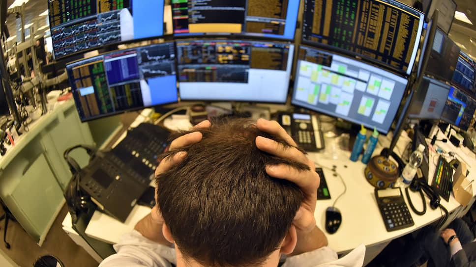 Регулирование доступа граждан на фондовый рынок может пойти по самому жесткому варианту, брокеры опасаются потерять значительную часть клиентов и их вложений
