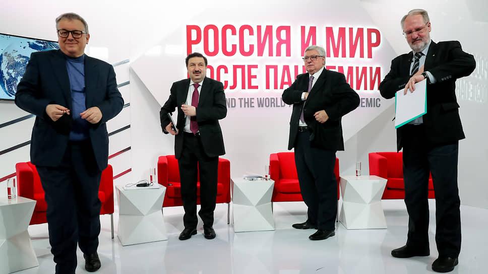 Ректоры трех университетов и директор института РАН на Гайдаровском форуме объявили о предоставлении социальным наукам в РФ статуса всерьез поддерживаемых государством