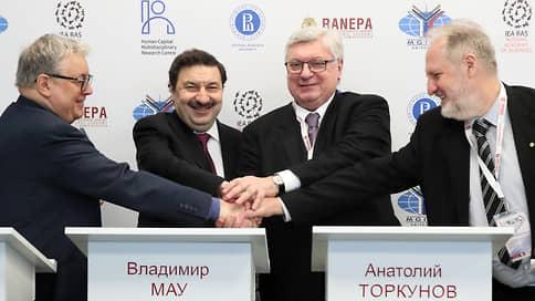 Заграница здесь бессильна  / На Гайдаровском форуме обсудили перспективы экономического роста на свои
