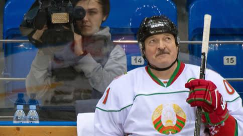 У Александра Лукашенко выбили клюшку из рук  / Белоруссия лишилась чемпионата мира по хоккею