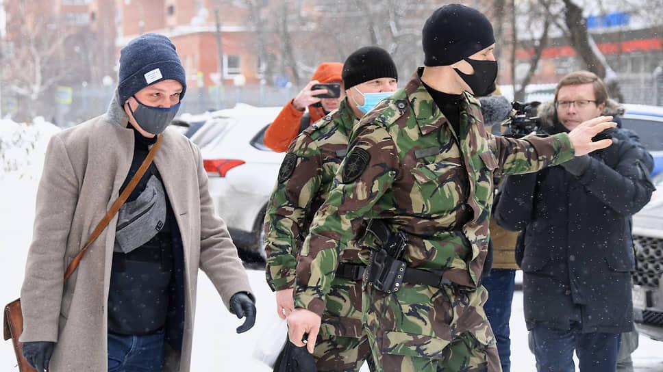 Иван Голунов (слева) во всех деталях вспомнил день, когда ему подбросили наркотики