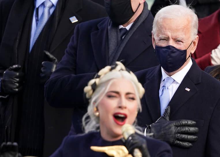 Президент США Джо Байден в инаугурационной речи заявил, что «воля народа была услышана» (на фото: во время исполнения певицей Леди Гагой американского гимна)