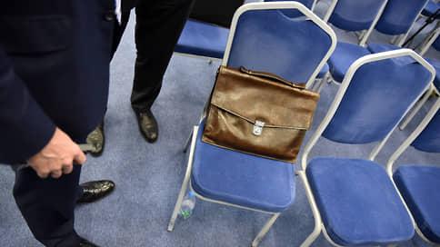 Служба службой, а кресла врозь  / Главам федеральных агентств и служб больше не стать замминистра