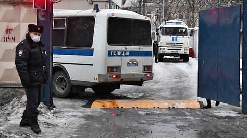 Автозаки временного содержания // Арестованные после митинга 23 января не могут попасть в спецприемники