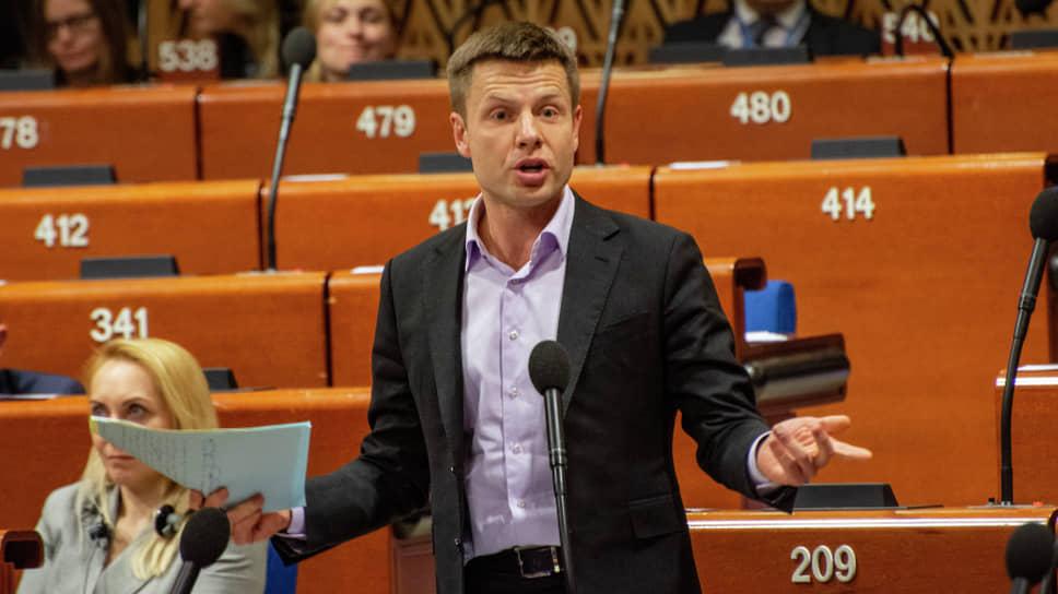 Депутат Верховной рады Украины от партии «Европейская солидарность» Алексей Гончаренко во время работы зимней сессии ПАСЕ