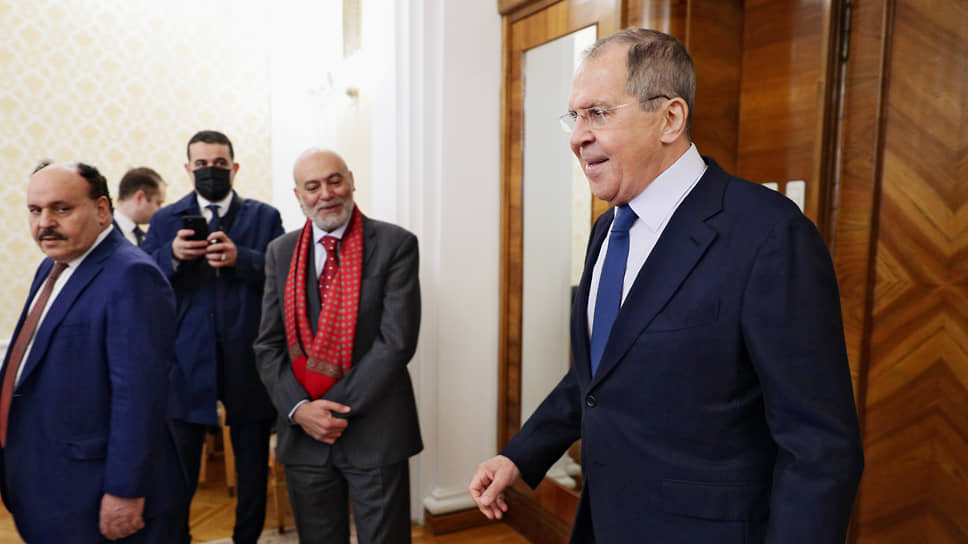 Марш, марш Ливий / Запад и восток страны презентуют себя в Москве в надежде на политическую и экономическую поддержку