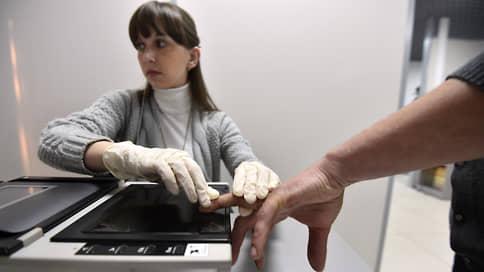 Трудовых мигрантов учтут по пальцам  / Правительство РФ обязывает иностранцев из ЕАЭС проходить дактилоскопию