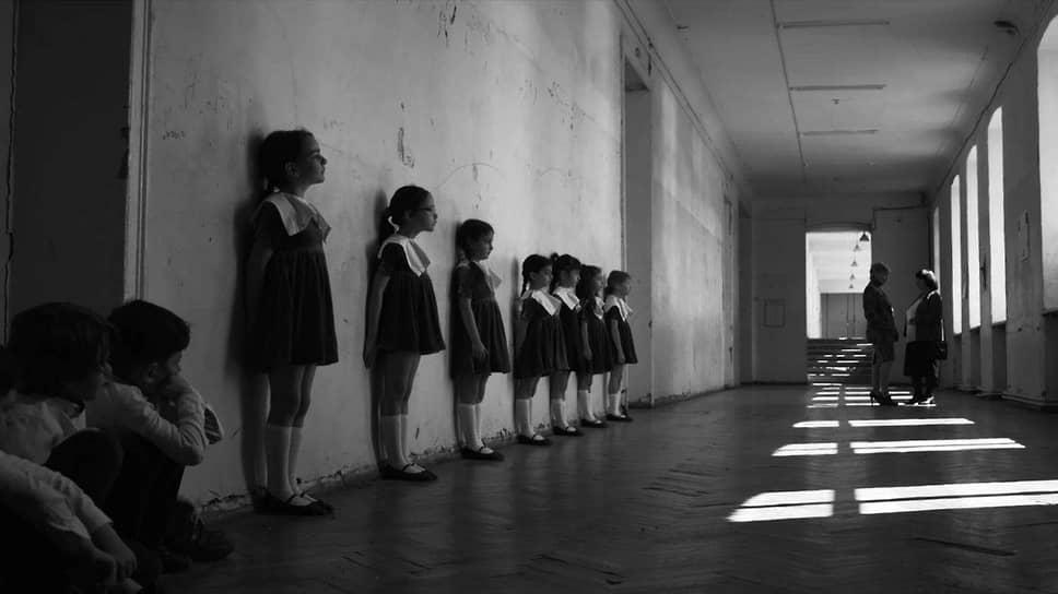 Черно-белый фильм Жужи Добрашкус «Бебиа» обыгрывает старые фактуры, но вписывает в них современную феминистскую линию