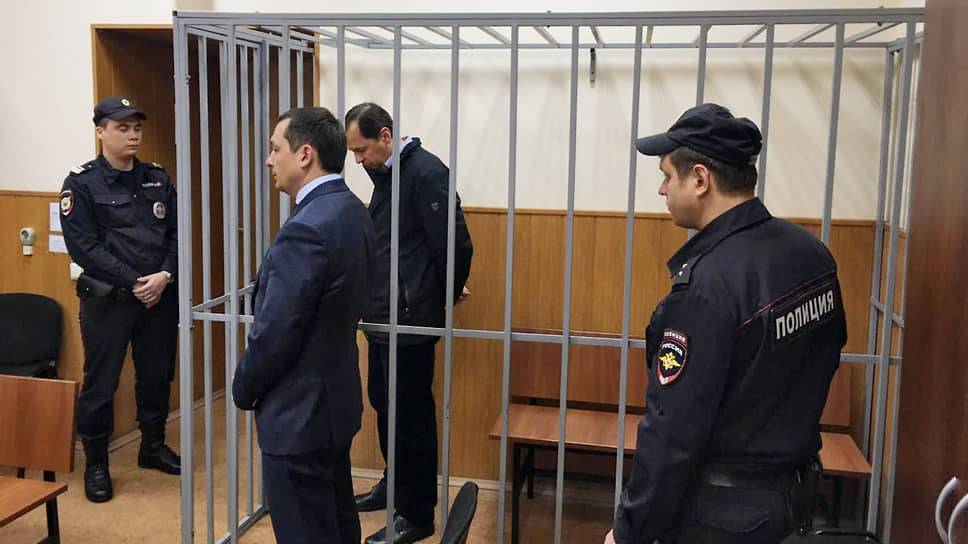 Бывший заместитель руководителя следственного департамента МВД РФ генерал-майор юстиции Александр Бирюков (в центре)