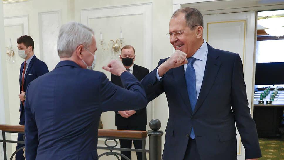 Глава МИД РФ Сергей Лавров был настроен миролюбиво, в отличие его финского коллеги Пекки Хаависто, который сразу обрушился на Россию с обвинениями