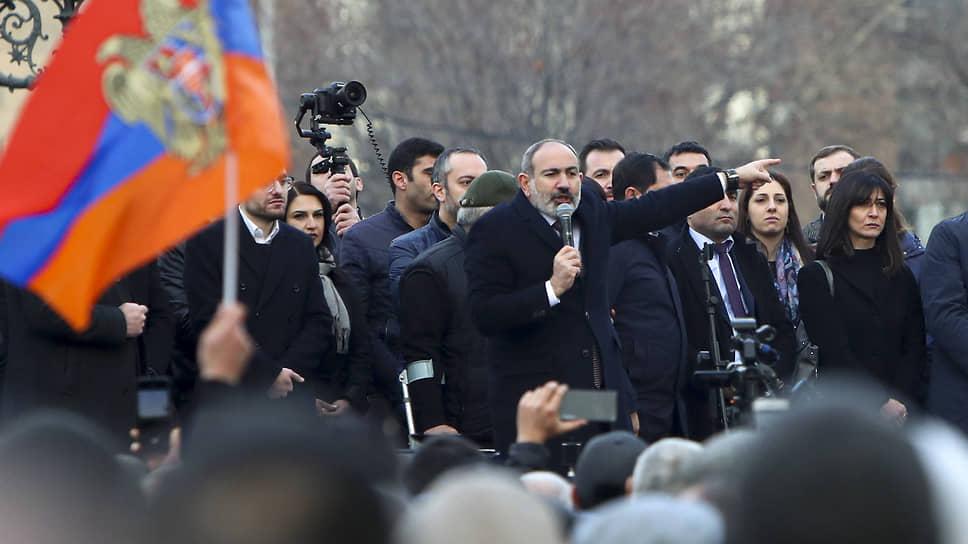 Никол Пашинян взорвался на десять процентов / Премьер Армении почувствовал угрозу военного переворота