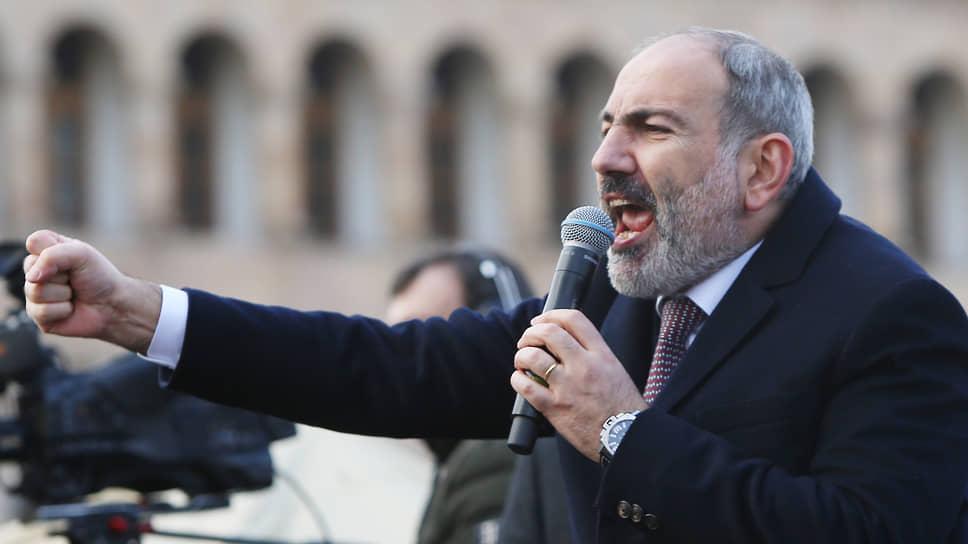 Премьер-министр Армении Никол Пашинян не только не собирается в отставку, но и совершает контратаки на своих политических оппонентов