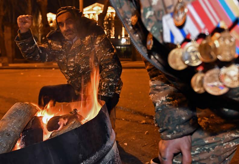 Оппозиционные активисты в палаточном лагере в Ереване