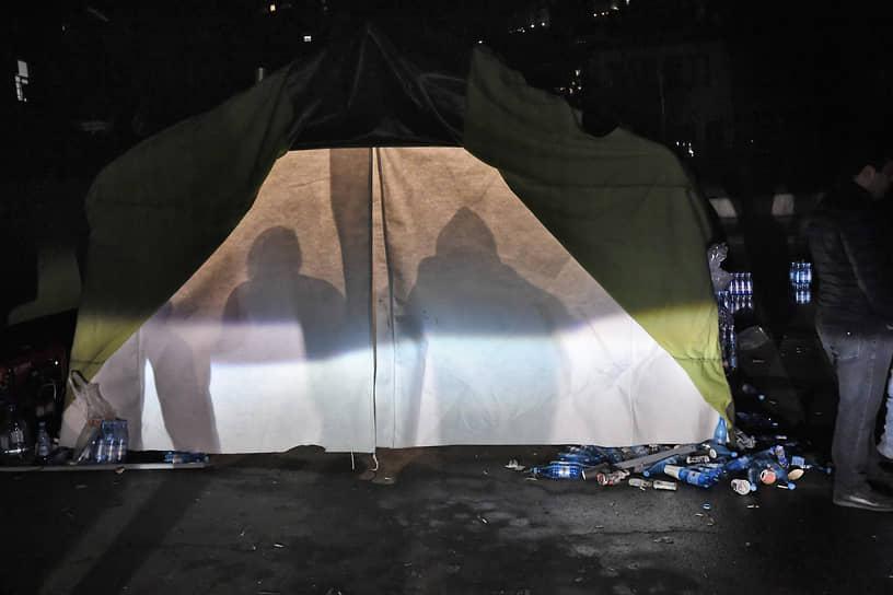 Палаточный лагерь оппозиционных активистов в Ереване