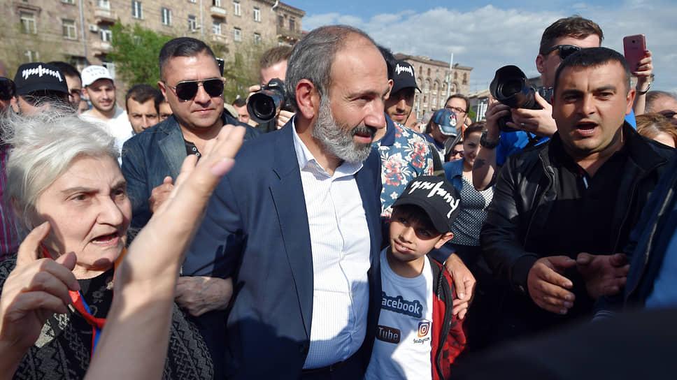 Никол Пашинян надеется сохранить власть с помощью главного союзника — улицы, которая не подвела его три года назад в борьбе за пост премьера