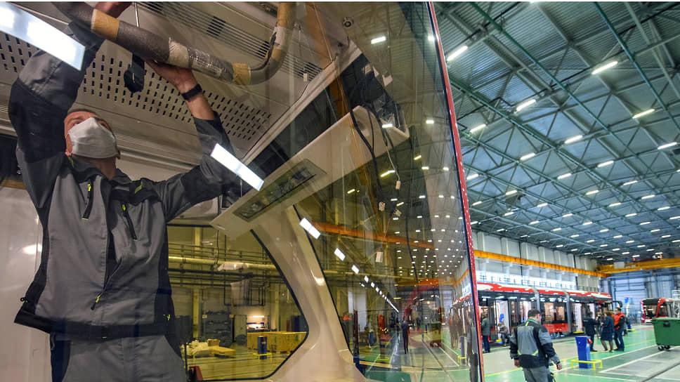 Снижение запасов поддерживает рост в промышленности