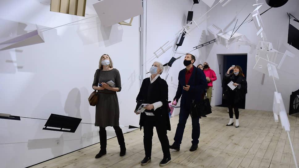 Инсталляция учеников Олега Шейнциса показывает, насколько они не похожи на учителя в своем видении театра и художника