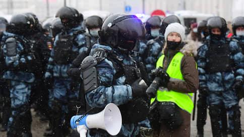 Журналисты постоят в стороне от протестов // В Госдуме обсудили новые правила работы СМИ на уличных акциях