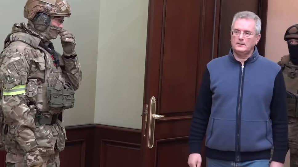 Губернатор переехал на взятке в Москву