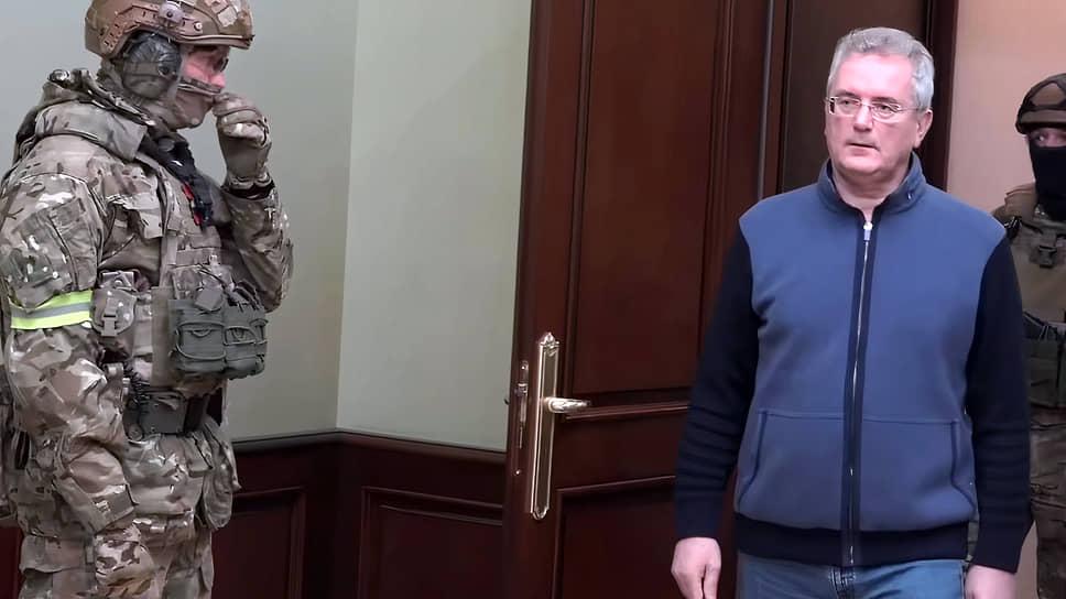 Губернатор переехал на взятке в Москву / Глава Пензенской области подозревается в коррупции, но может быть обвинен и в других преступлениях