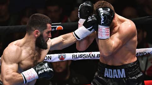 Артур Бетербиев выбил полотенце  / Победа над Адамом Дайнесом продлила его серию нокаутов