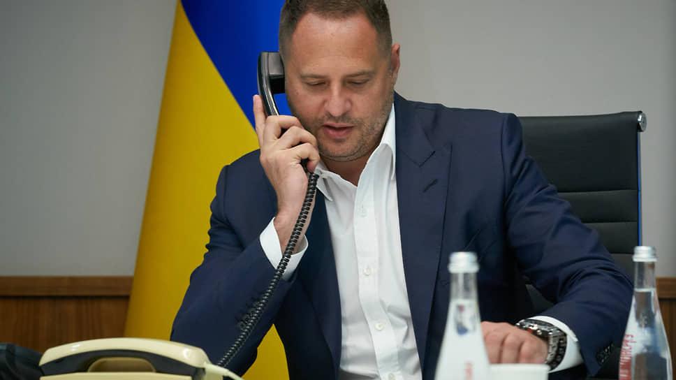Главе офиса президента Украины Андрею Ермаку не удается уговорить Москву принять его проект «мирных кластеров» для Донбасса