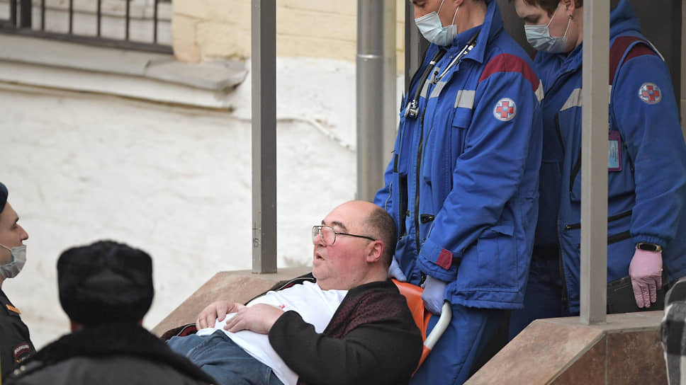 Бориса Шпигеля госпитализируют из здания суда
