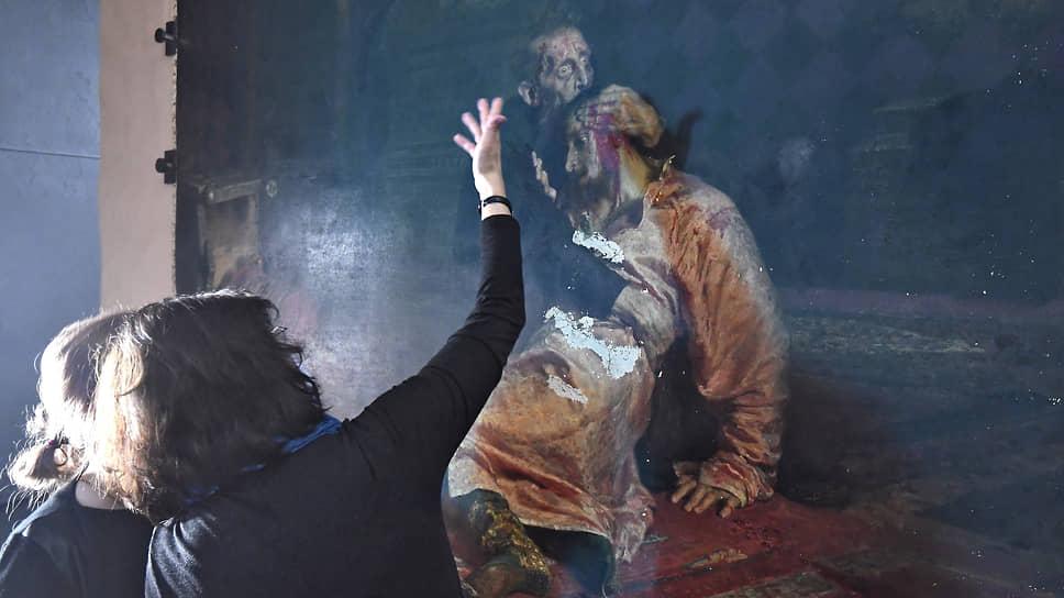 Состояние картины Репина доставляет реставраторам хлопот и помимо свежих повреждений 2018 года