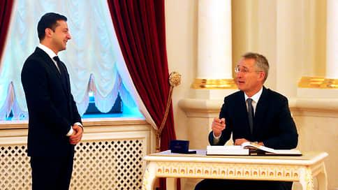 Вечера на хуторе близ Брюсселя  / Президент Украины назначил главным противником Россию, а спасителем — НАТО