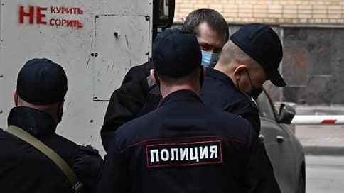 Миллиардер Захарченко не принял взятку в полтора миллиарда  / Экс-полковник ГУЭБиПК утверждает, что не получил ни рубля за крышевание виртуальных счетов