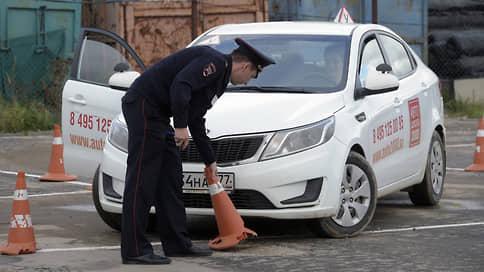 Водители выходят на улицу  / С 1 апреля вступают в силу новые правила экзаменов в ГИБДД
