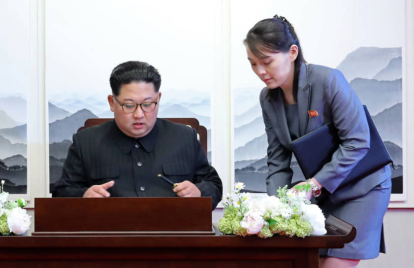 Лидер КНДР Ким Чен Ын и его сестра Ким Ё Чен