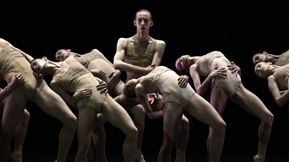 В «Autodance» артисты-классики вывернулись наизнанку, продемонстрировав тягу к современности