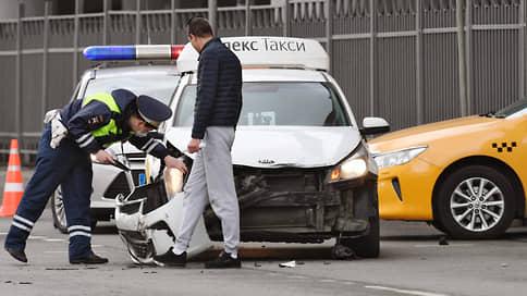 ОСАГО в два счетчика  / Базовые ставки по обязательному автострахованию такси могут существенно вырасти