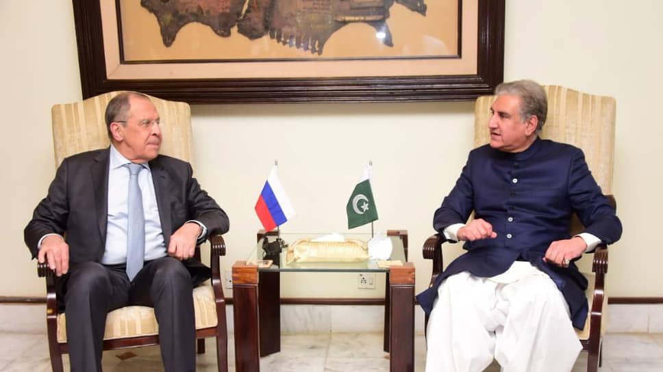 Сергей Лавров не был в Исламабаде целых девять лет, встречаясь со своим пакистанским коллегой Шахом Махмудом Куреши (справа) лишь на международных мероприятиях. На сей раз они смогут обсудить все накопившиеся вопросы