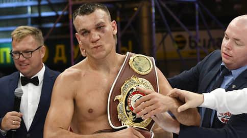 Максим Власов спустился за поясом  / Российский боксер дерется за титул чемпиона WBO в полутяжелом весе с Джо Смитом-младшим