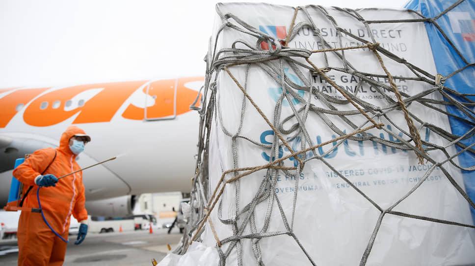 Поставки «Спутника V» в страны ЕС тормозит отсутствие одобрения со стороны европейского регулятора EMA