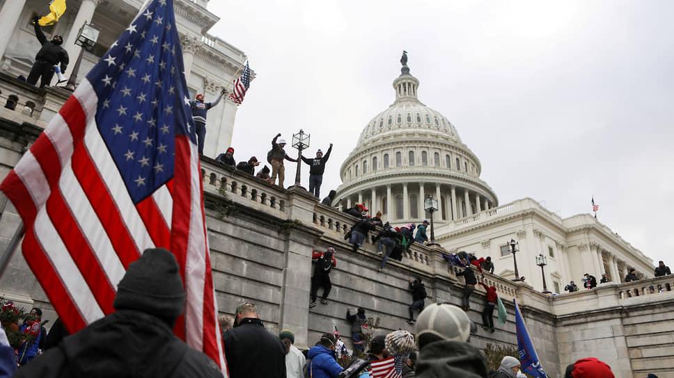 Капитолий капитально проморгали / В США проанализировали причины провальной работы полиции при штурме здания Конгресса