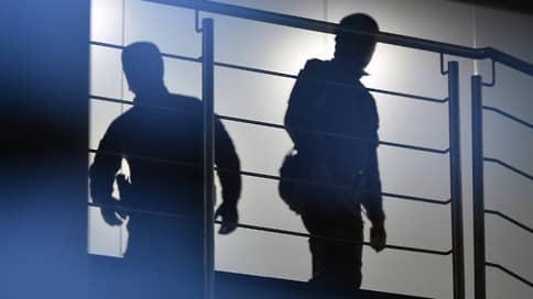 Полиция собирает подписи // Проведены обыски по делу о цифровых махинациях