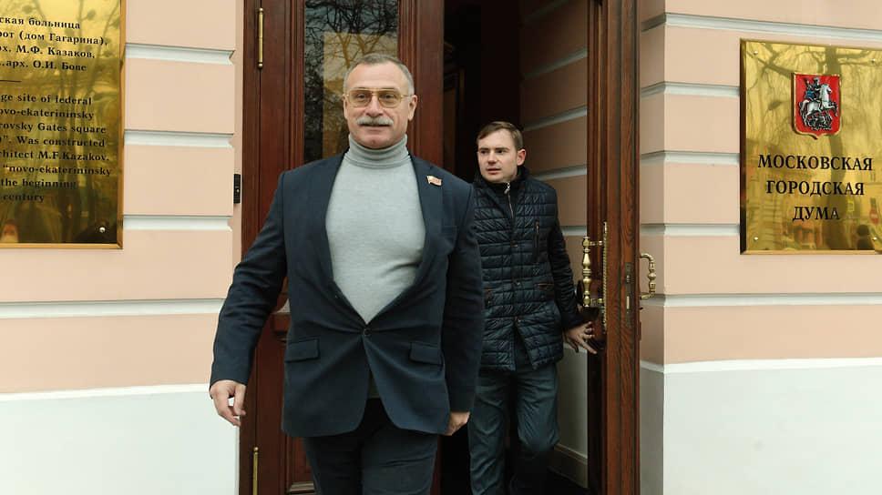 Депутаты МГД Михаил Тимонов (слева) и Максим Круглов (справа)